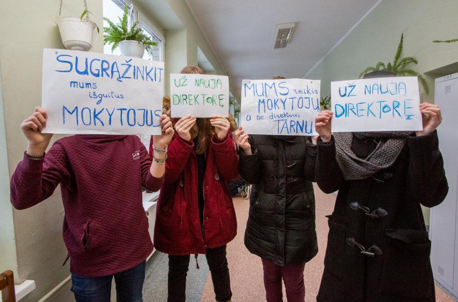 Sostinės P.Vileišio progimnazijoje aktyvistai reikalauja paskirti naują direktorę