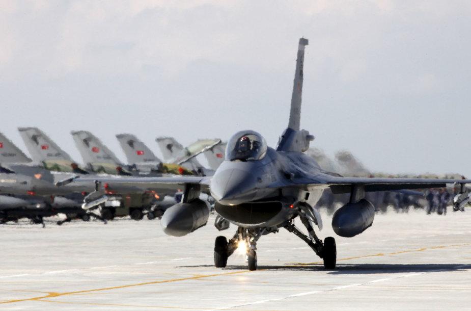 Turkijos naikintuvai F-16