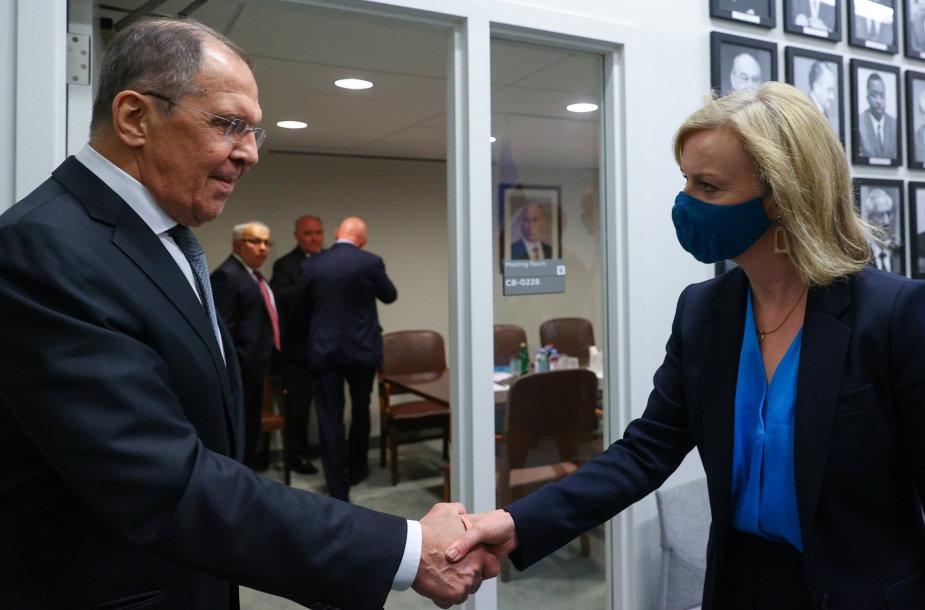 Liz Truss ir Sergejus Lavrovas