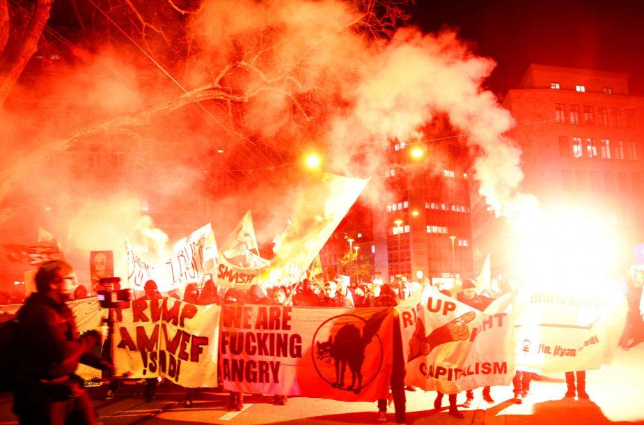 Protestuotojai prieš D.Trumpą Šveicarijoje
