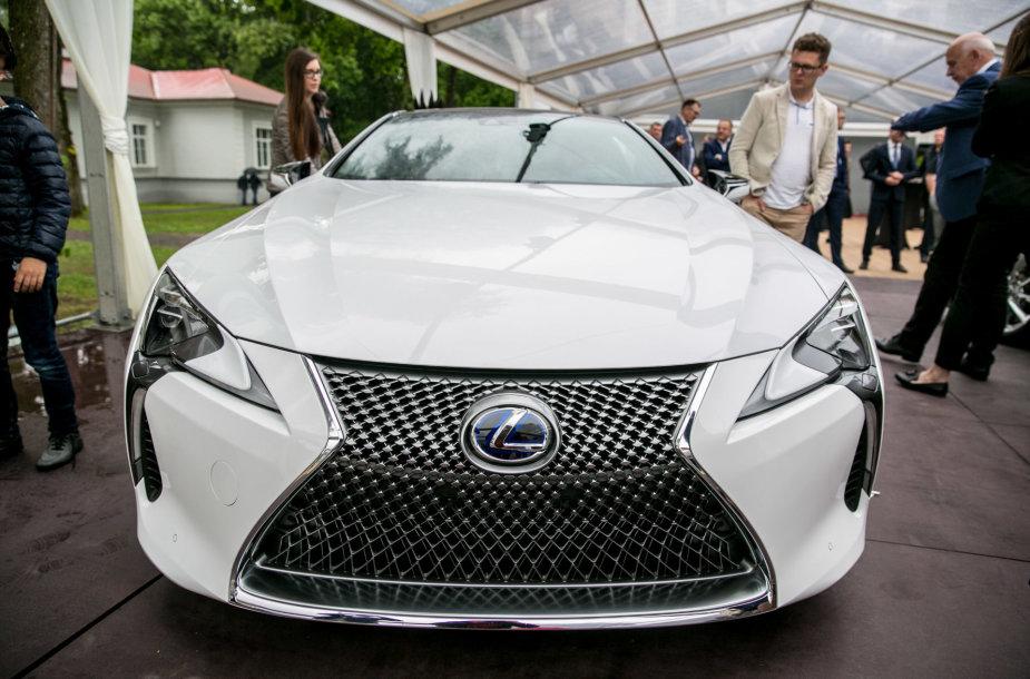 Lexus automobilių pristatymas