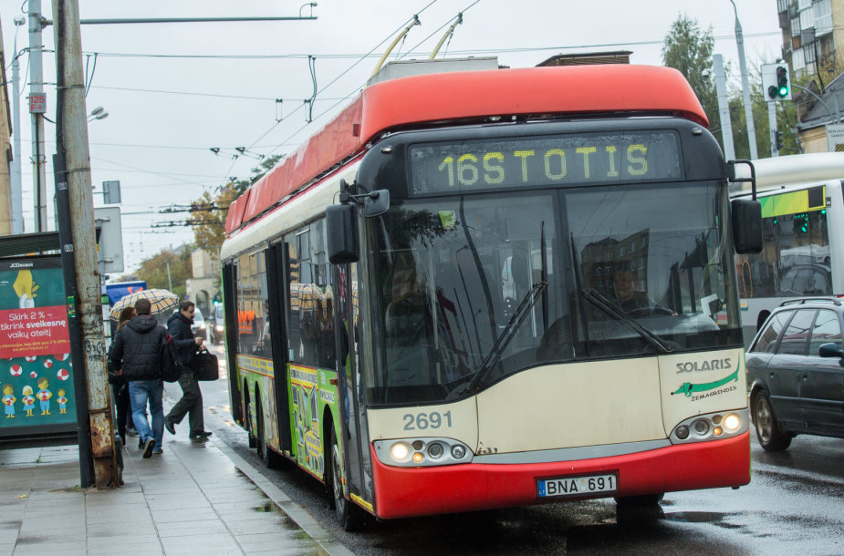 16 troleibusas