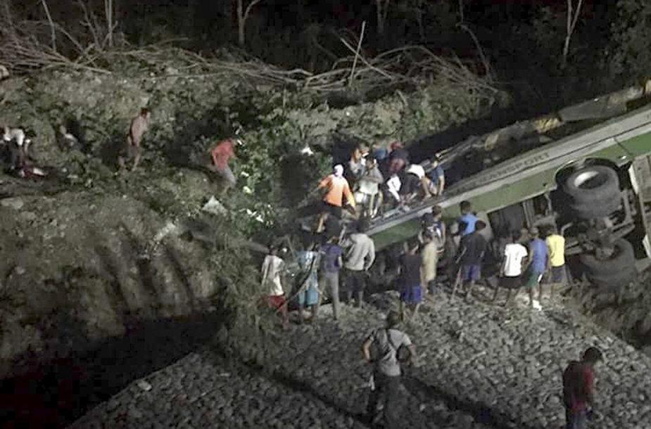 Autobuso avarija Filipinuose