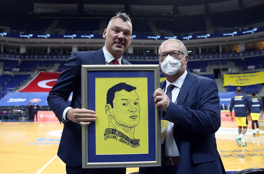 """Šarūnas Jasikevičius ir """"Fenerbahče"""" vadovas Maurizio Gherardini"""
