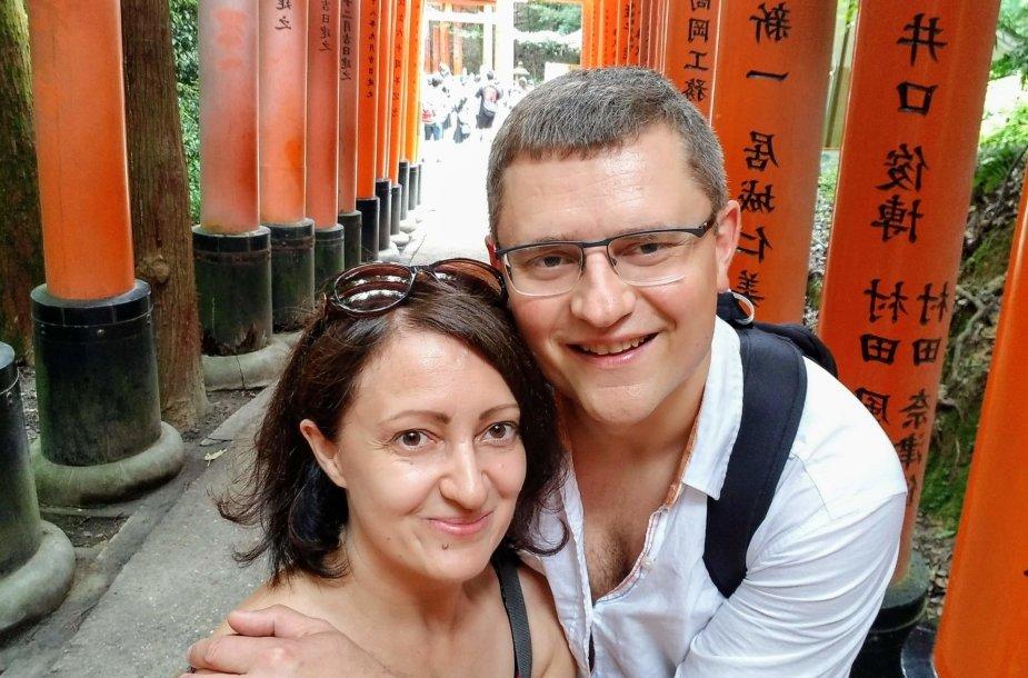 Anna su vyru Fushimi Inari šventykloje, Japonijoje