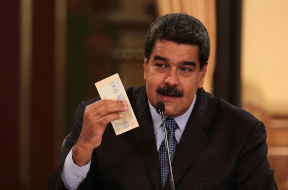 Nicolas Maduro laiko naująją Venesuelos valiutą