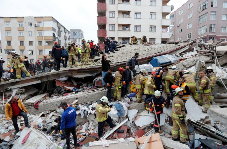 Stambule sugriuvęs daugiaaukštis namas