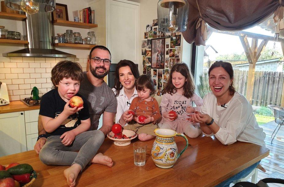 Gian Luca su žmona Egle ir vaikais, Kristina Rimienė (viduryje)