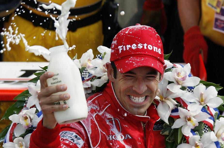 Indianapolio lenktynėse nugalėtojai geria pieną