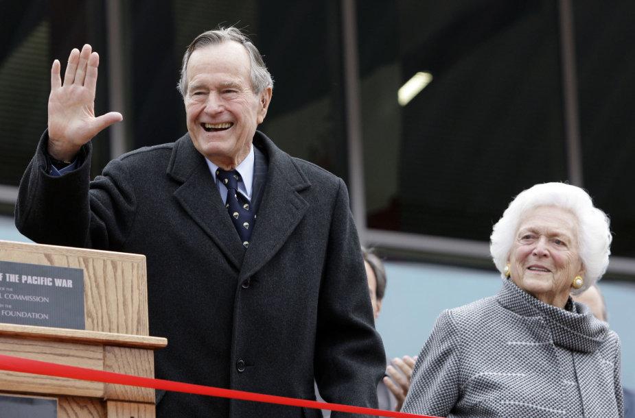 George'as H.W.Bushas švenčia 92-ąjį gimtadienį