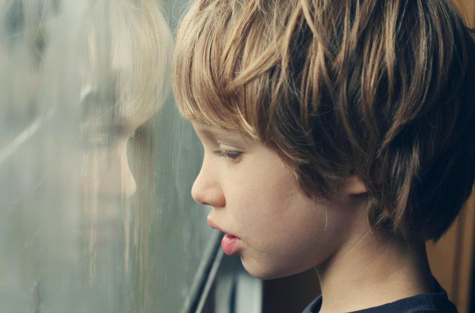 Autizmo spektro sutrikimą turintis berniukas