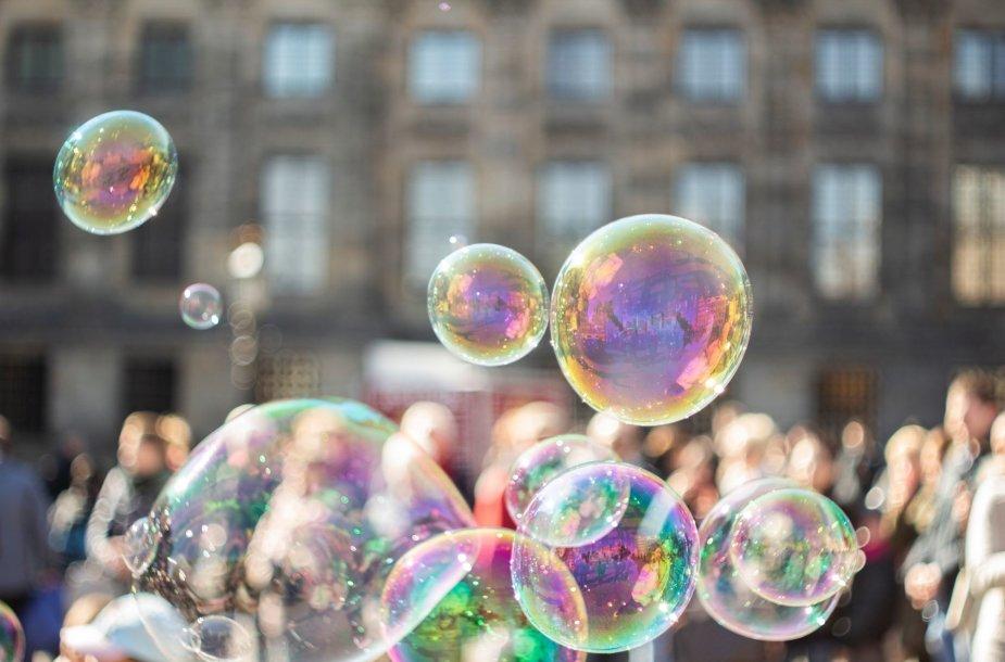 Muilo burbulai ir putos