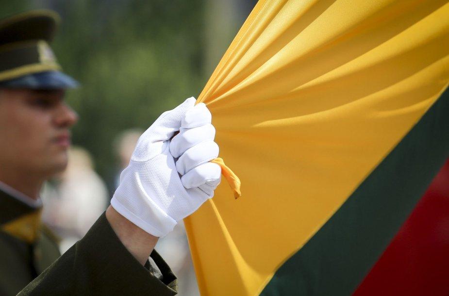 Valstybės vėliavos pakėlimo ceremonija Nepriklausomybės aikštėje, Vilniuje