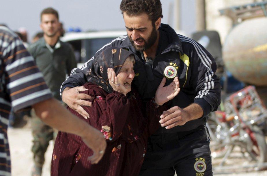 Moteris, per bombardavimą netekusi savo artimųjų