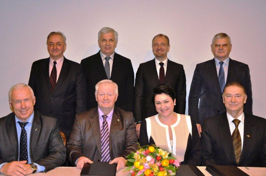 Pirmoje eilėje iš kairės: B.Vasiliauskas, A.Grabnickas, D.Gudzinevičiūtė, J.Mažintas, antroje eilėje – A.Sapka, Č.Garbaliauskas, S.Galadauskas, V.Kvietkauskas
