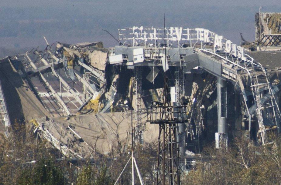 Iš Donecko oro uosto terminalo liko tik griuvėsiai.