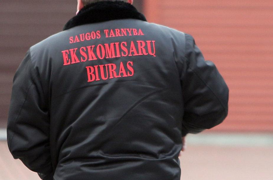 Asociatyvi iliustracija: uniformuotas Ekskomisarų biuro apsaugininkas