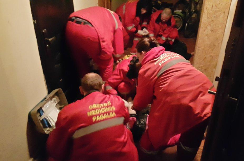 Klaipėdoje medikai gelbėjo dviejų merginų gyvybes