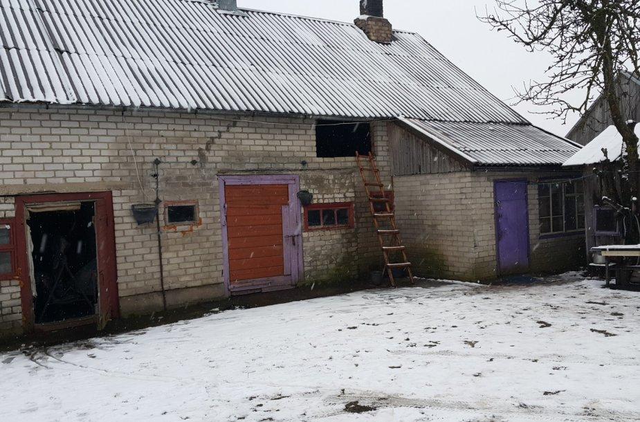 Šilalės rajone mįslingai mirė ūkiniame pastate gyvenusi šeima.