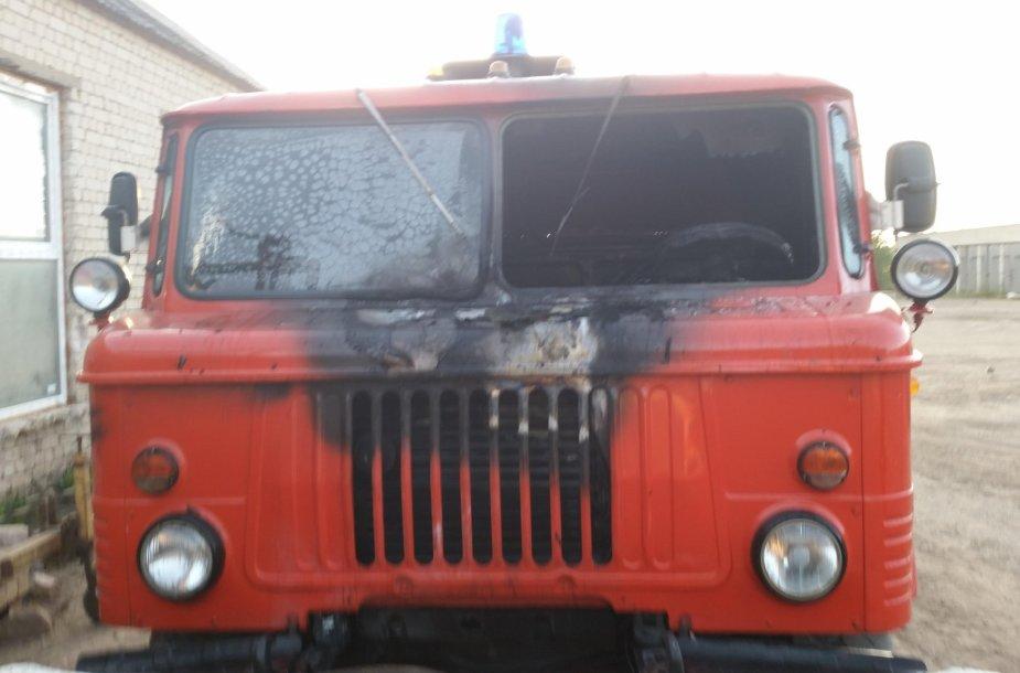 Apdegęs GAZ automobilis