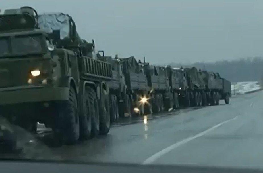 Rusijos karių konvojus prie sienos su Ukraina