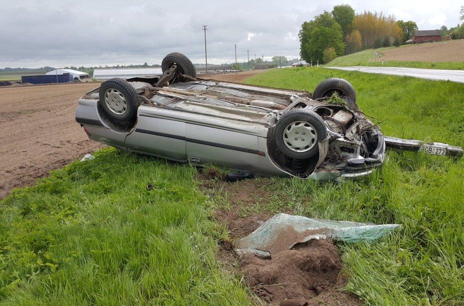 """""""Peugeot"""" avarija Lumpėnuose"""