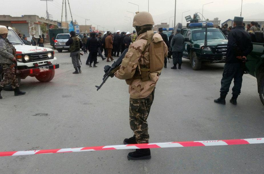 Afganistano policija prie mečetės, kurioje buvo surengtas sprogdinimas