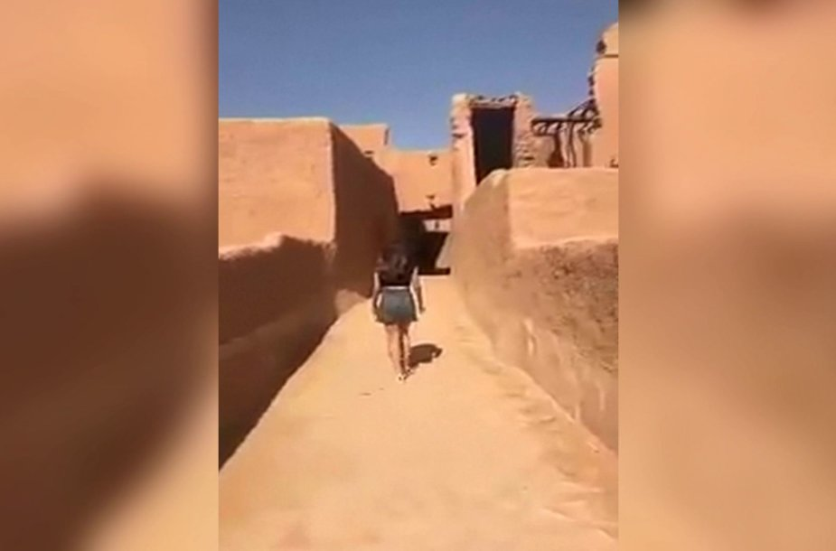 Sulaikyta Saudo Arabijos gyventoja, vaizdo įraše pasirodžiusi segėdama mini sijoną