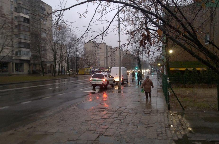"""Policija prie \""""Gubernatorių\"""" kavinės Vilniuje"""