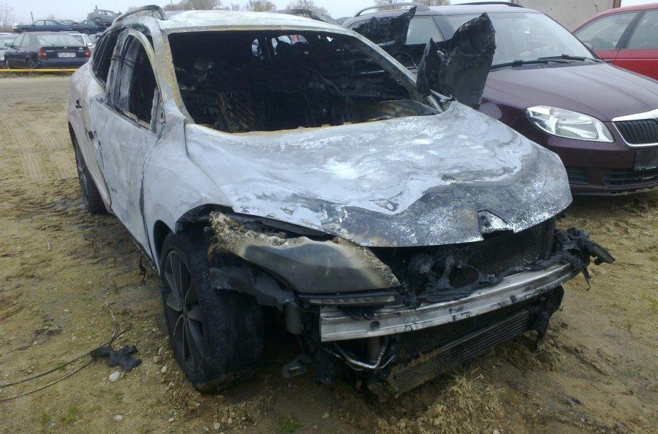 Sudeginta mašina, kuria, kaip įtariama spruko žudikas