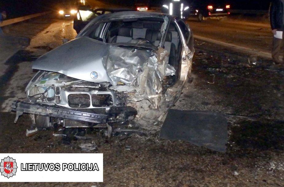"""Pirmadienį Marijampolėje ant Kumelionių tilto susidūrė BMW ir """"Audi"""""""