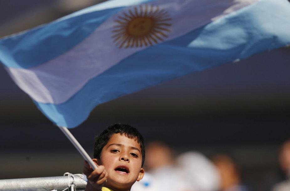 Argentinos vėliavą laikantis berniukas