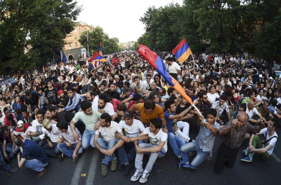 Armėnijoje demonstracija dėl padidėjusių elektros kainų