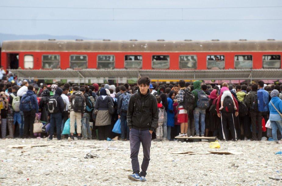 Pabėgėliai prie traukinio, vežančio į Vokietiją
