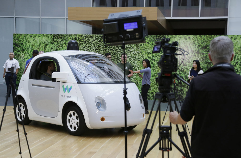 """Google"" autonominiai automobiliai"