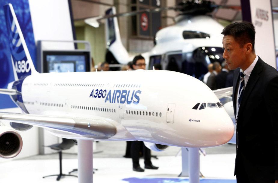"""""""Airbus A380"""" lėktuvo modelis parodoje Tokijuje"""