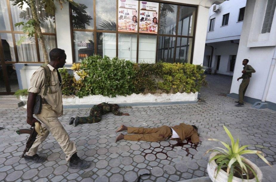 Somalio policijos pajėgos atkovojo viešbutį Mogadiše.