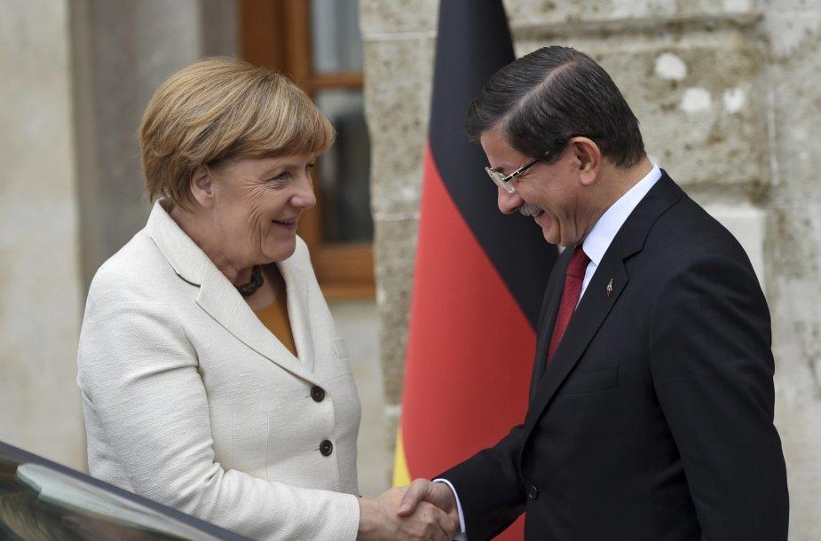 Vokietijos kanclerė Angela Merkel ir Turkijos premjeras Ahmetas Davutoglu