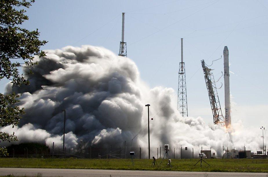 """""""SpaceX"""" raketos pakilimas"""