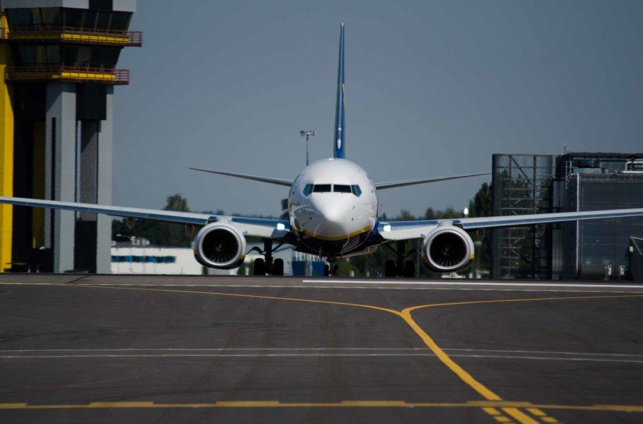 Kauno oro uosto aviacijos šventėje demonstruoti lėktuvai