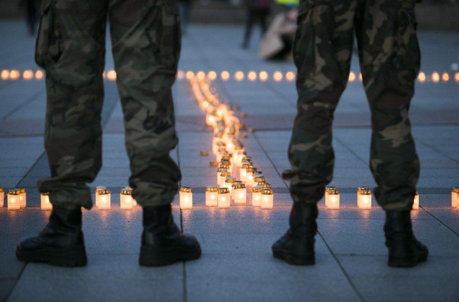 Katedros aikštėje – 2000 žvakelių Antrojo pasaulio aukoms atminti