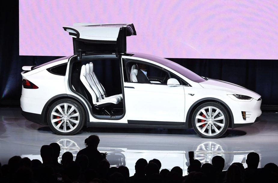 """""""Tesla Model X"""" pristatymas"""