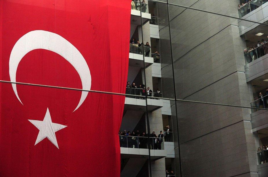 Turkai protestuoja prieš dėmesį armenų genocido klausimui.