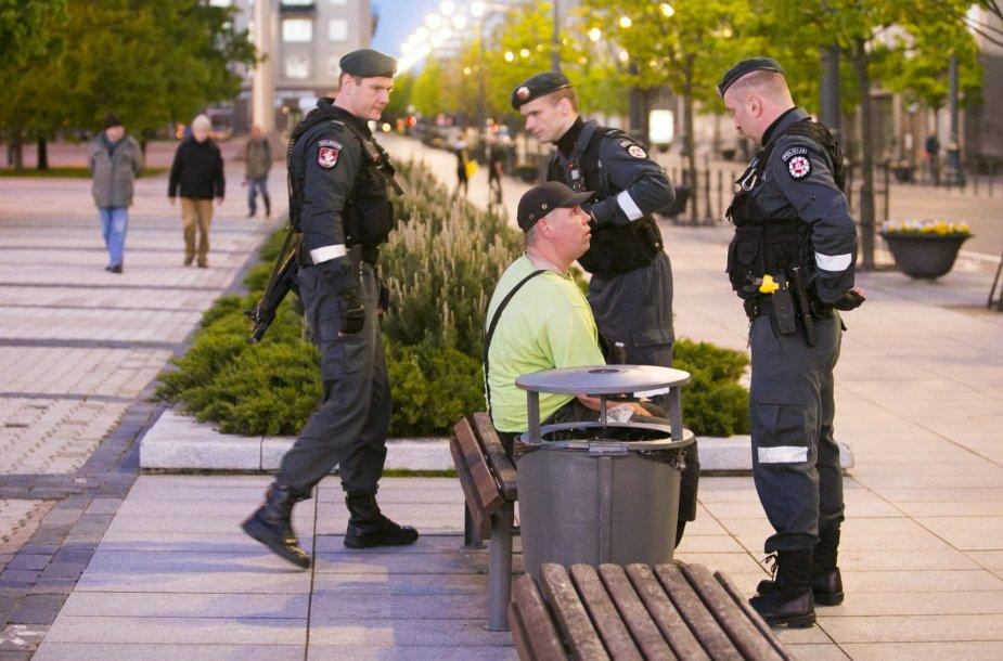 Prie Seimo su benzinu atėjusį vyrą užklupo policininkai