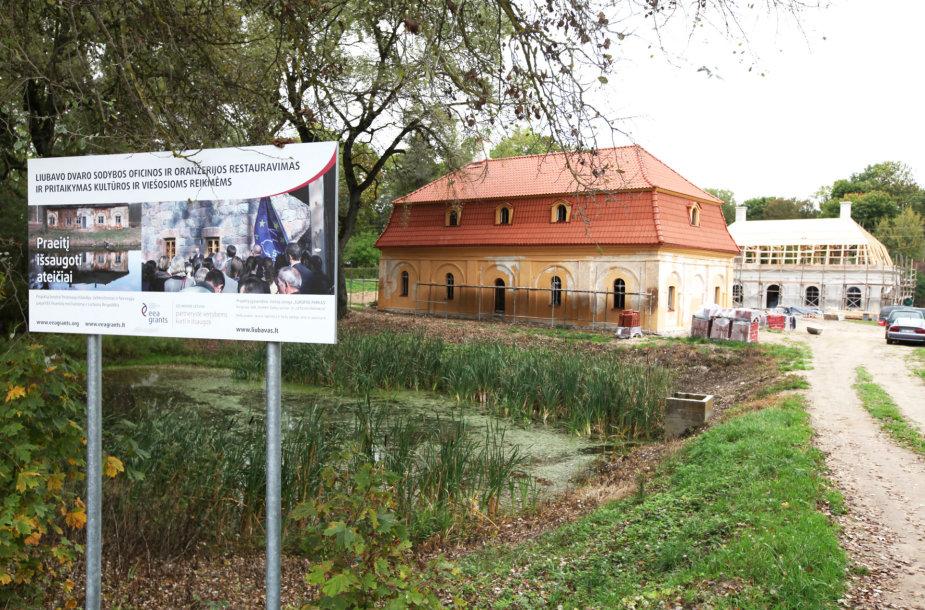 Liubavo dvaro oficinos ir oranžerijos restauracija įpusėjo