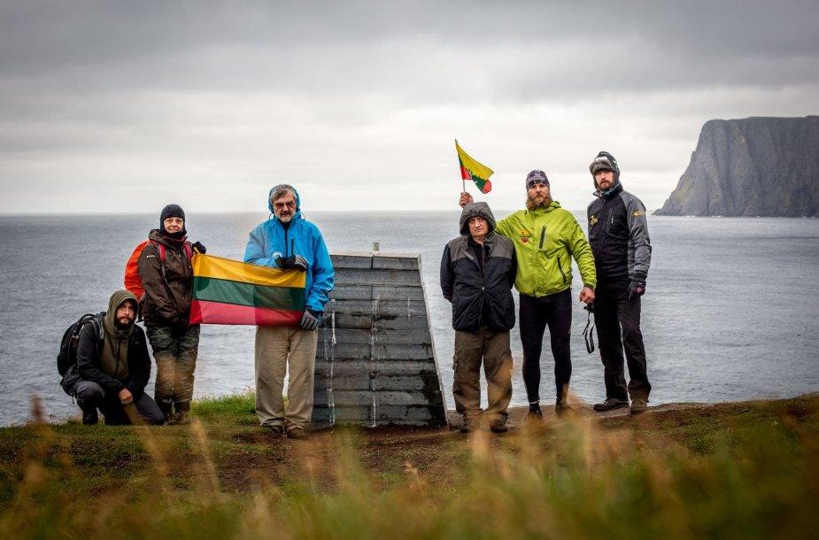 Ekspedicijos dalvyviai šiauriausiame Europos taške (aut.  Vidmantas Balkūnas)