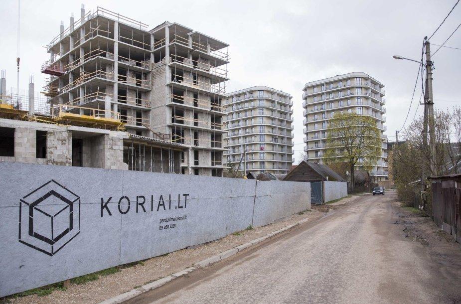"""""""Korių"""" statytojai aptvėrė statybvietę valstybinės žemės sąskaita"""