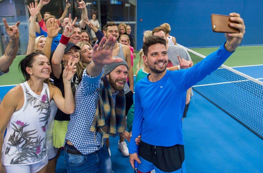 """""""Kažkur Matyti"""" ir """"iMatch"""" teniso piramidės merginos draugiškame turnyre"""