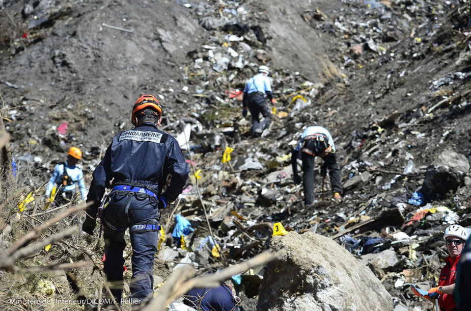 """""""Germanwings"""" katastrofos aukų kūnų paieškos"""