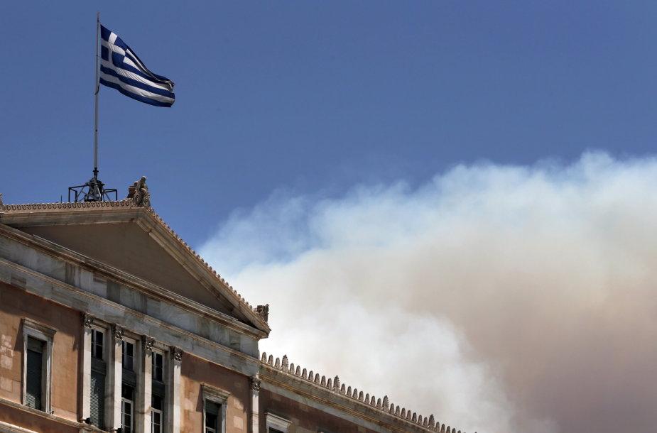 Graikijos vėliava virš šalies parlamento pastato Atėnuose